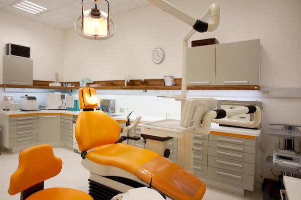 Budapest Dental Clinic - surgery room - 1